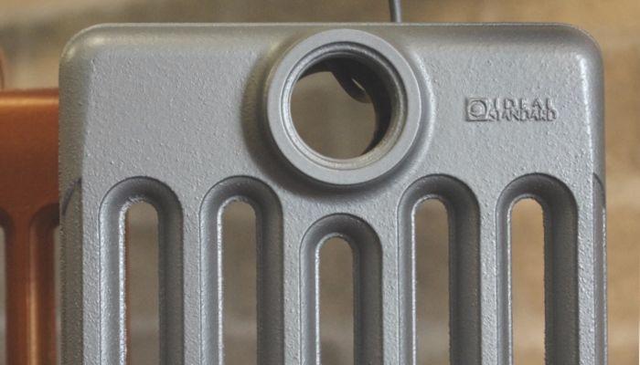 Les couleurs de radiateur en fonte for Peinture radiateur couleur aluminium